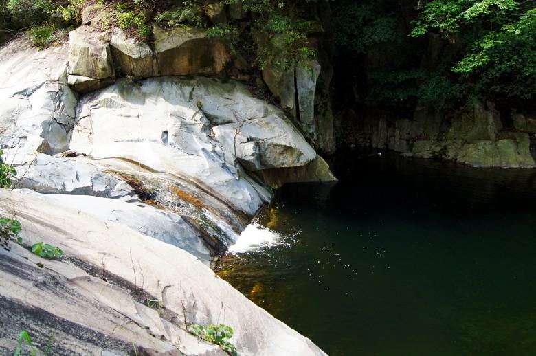 龙山风景区位于淅川县毛堂乡境内